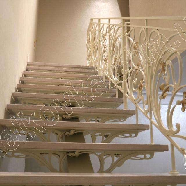 Подступенки кованих сходів