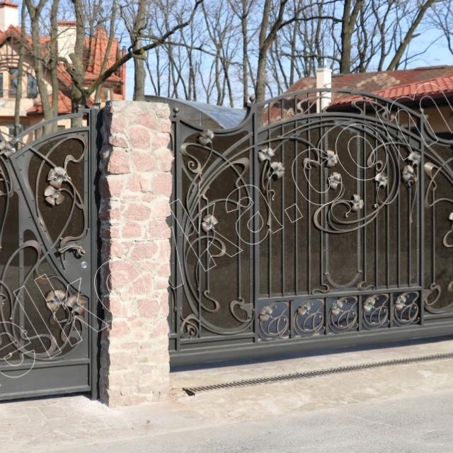 Відкатні ворота для будинку