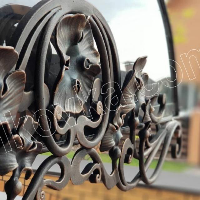 Ковані деталь козирка над входом