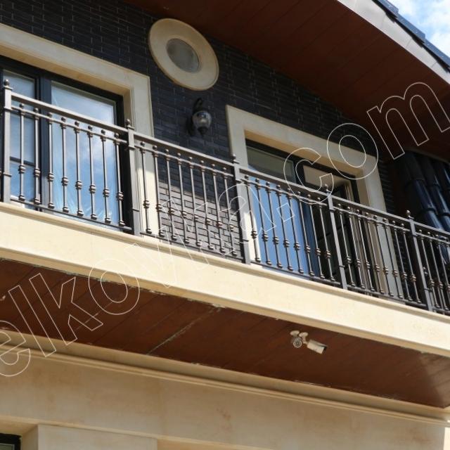 Балконне огорожу з балясин