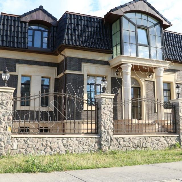 Будинок з прозорим огородженням