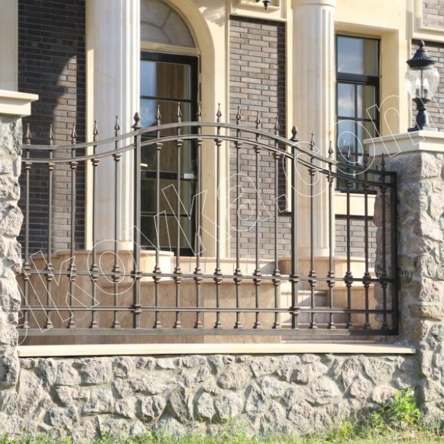 Гарний прозорий паркан