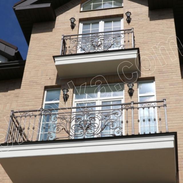 Балкони головного фасаду