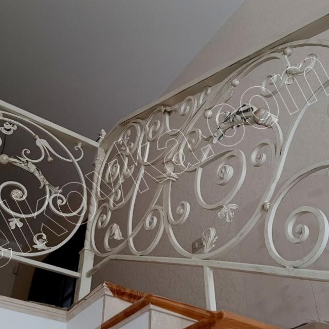 Кована огорожа для сходів