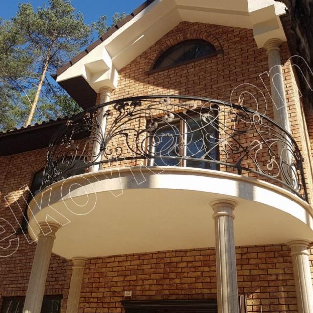Круглий кований балкон
