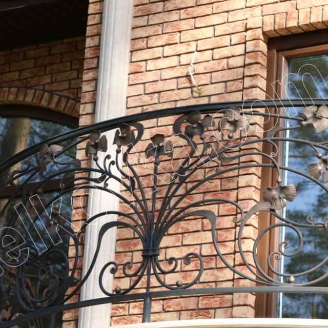 Круглий балкон прованс