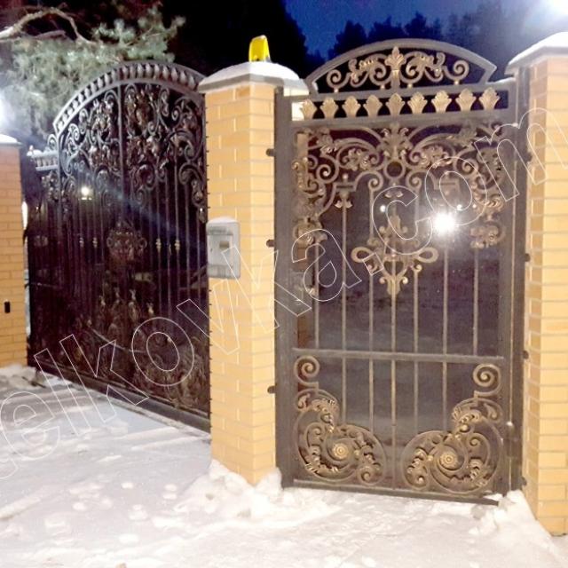 Ковані ворота і кована хвіртка