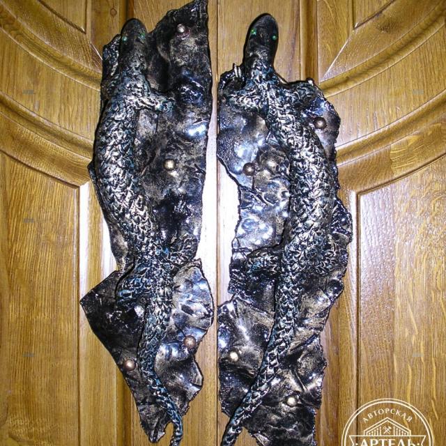 Ковані дверні ручки ящірки