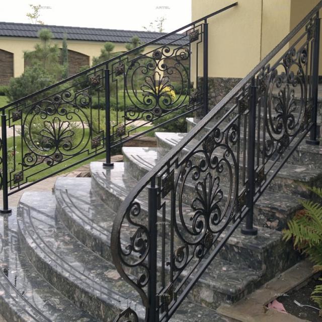 Кована огорожа сходів
