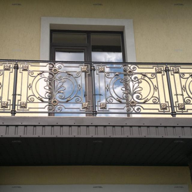 Балконна кована огорожа