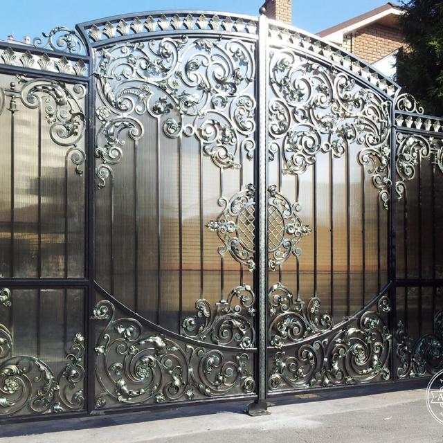 Ворота ковані з полікарбонатом