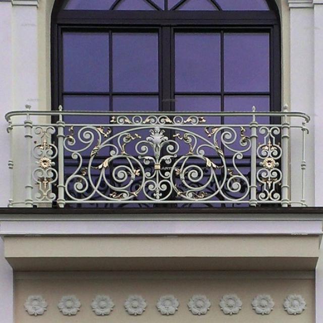 Кований псевдо балкон