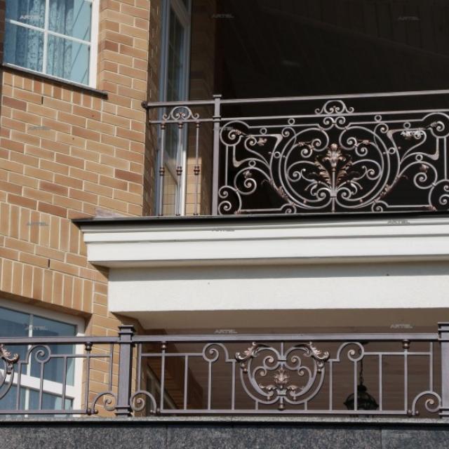 Коване балконний огорожу