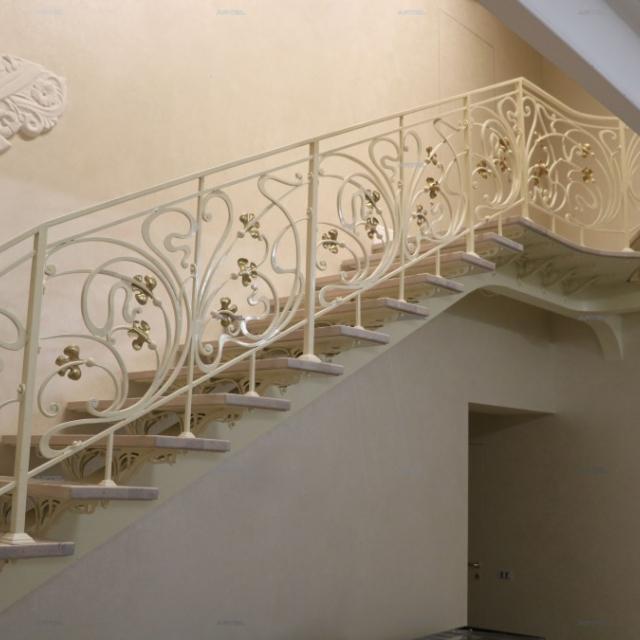 Ковані сходи на балці