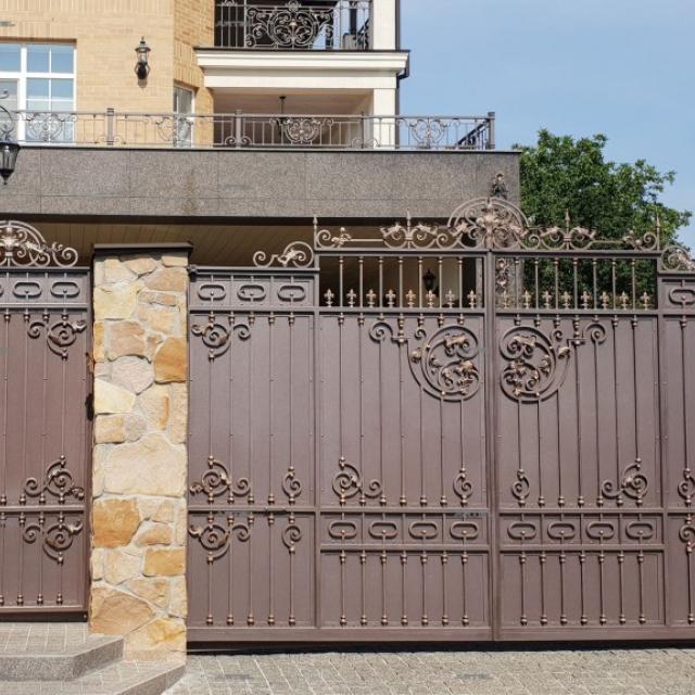 Ковані ворота і хвіртка