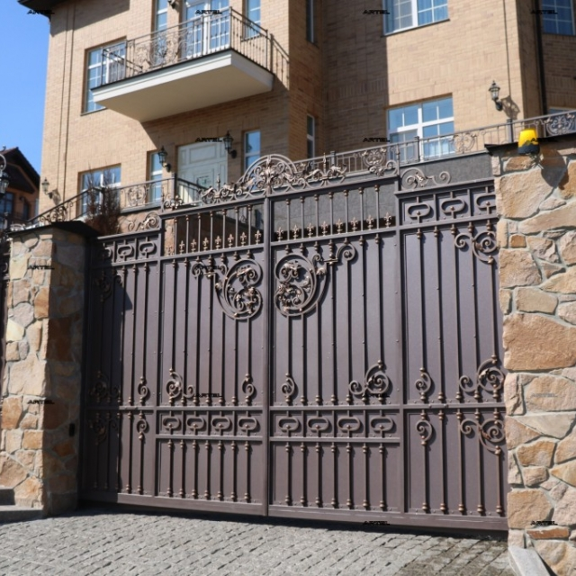 Орні ворота з металу