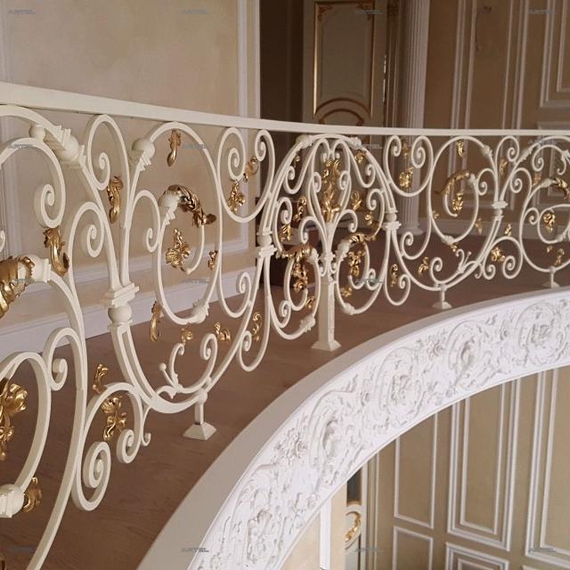 Кований балкон в будинку