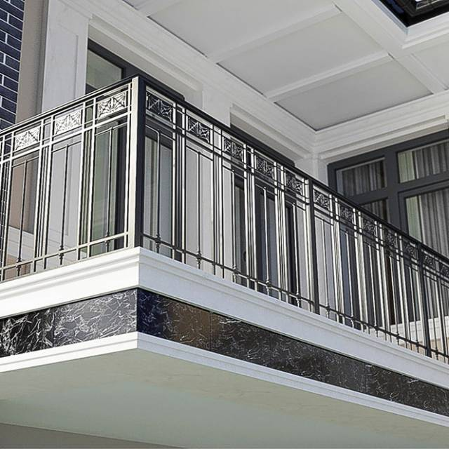 Перила на балконі