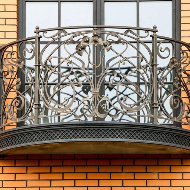 Кований балкон модерн
