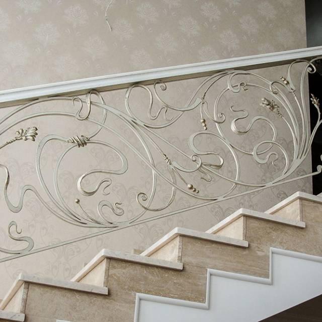 Кування на мармурових сходах