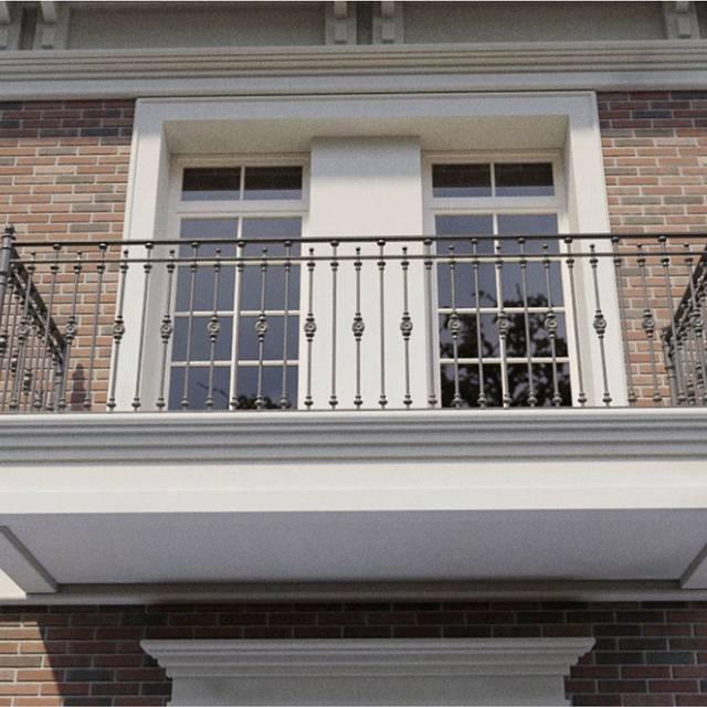 Сучасні перила на балконі будинку